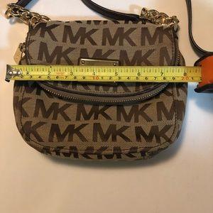 Michael Kors Bags - Michael Kors crossbody bag Mint condition